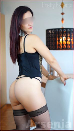 Greek Female Escort Arsenia Image 3